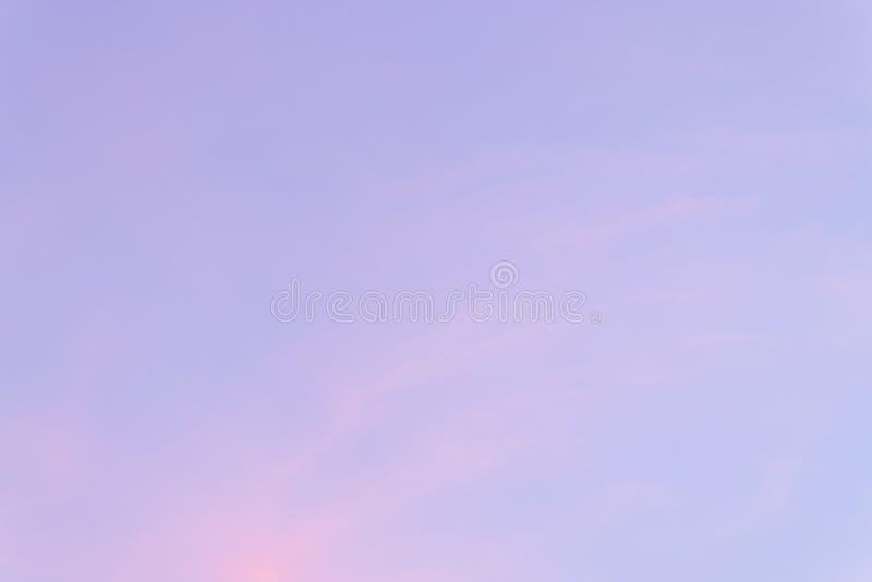 Zmierzchu wieczór pomarańczowy światło w zimie zdjęcia stock