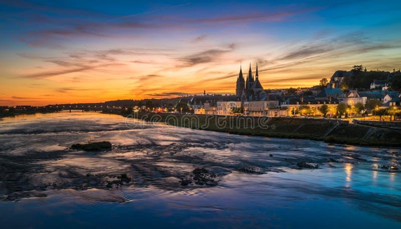 Zmierzchu wizerunek Blois i Loire rzeka, Francja zdjęcia royalty free