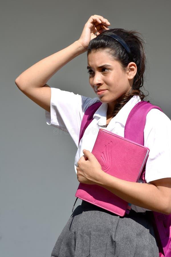 Zmieszany Śliczny Kolumbijski Żeński uczeń Jest ubranym mundur Z notatnikiem obrazy royalty free
