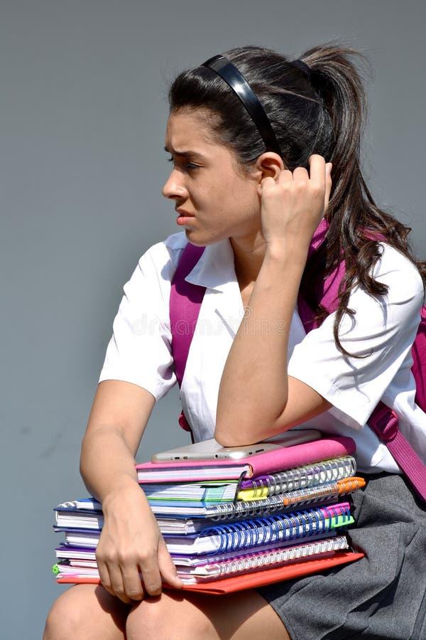 Zmieszany Śliczny Kolumbijski Żeński uczeń Jest ubranym mundurek szkolnego zdjęcia stock