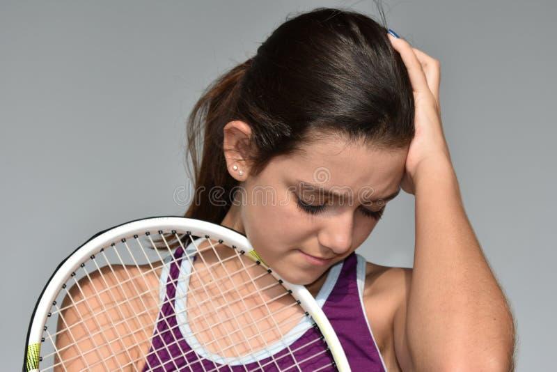 Zmieszany Zaakcentowany Nastoletni Żeński gracz w tenisa obraz stock