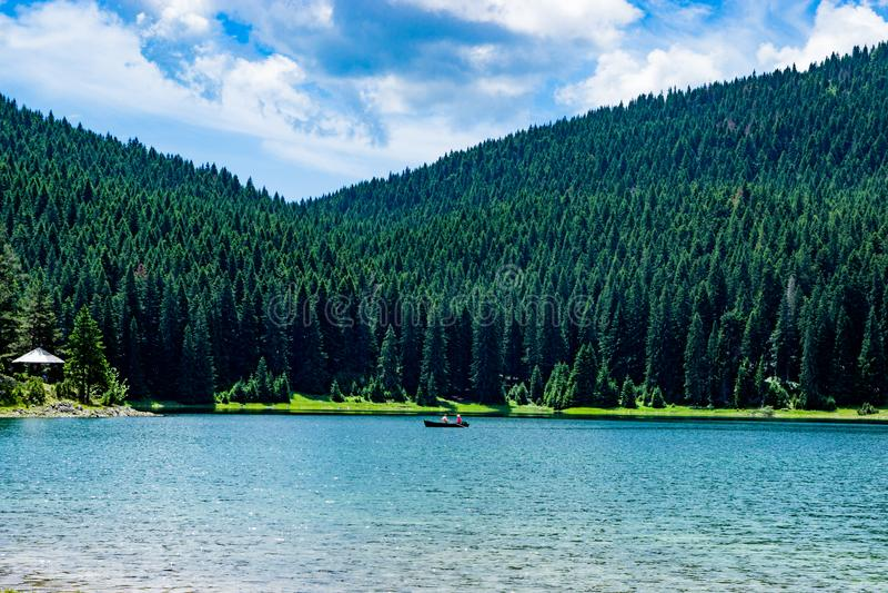 Zminje纯净的自然湖接触在黑山 免版税库存照片