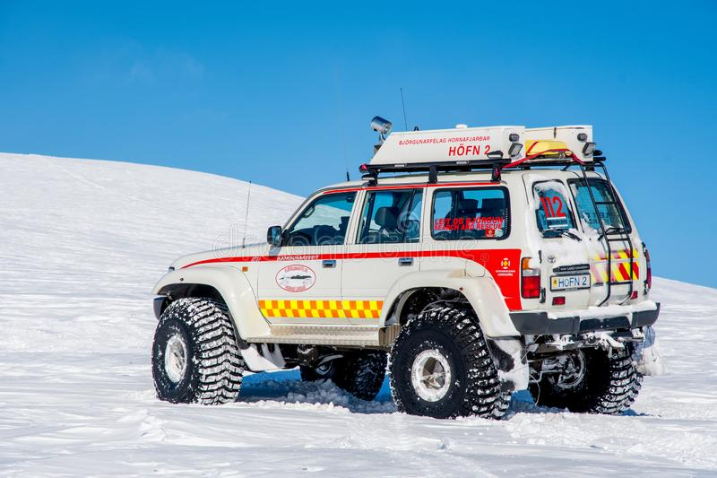 Zmodyfikowany 4x4 Toyota ziemi kr??ownik od Iceland ratuneku i rewizji fotografia royalty free