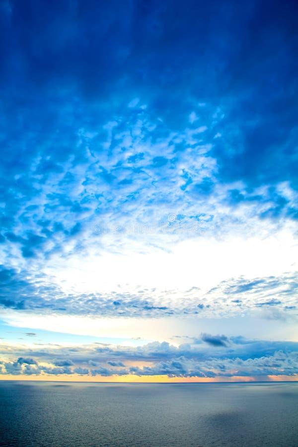 Download Zmrok zdjęcie stock. Obraz złożonej z sezon, cloudscape - 53791302
