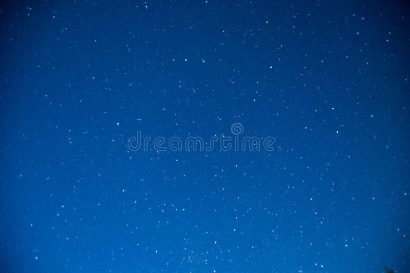 Zmrok - błękitny nocne niebo z gwiazdami fotografia stock