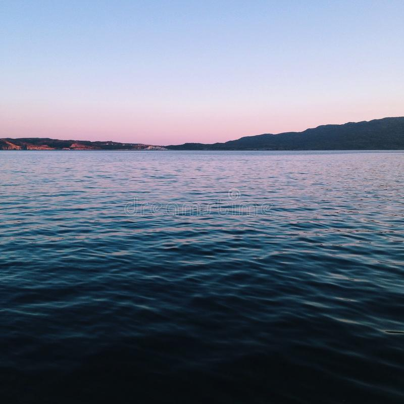 Zmrok - błękitny ocean fotografia royalty free