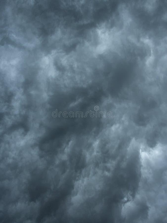 Zmrok chmurnieje nieba tła teksturę zdjęcia royalty free