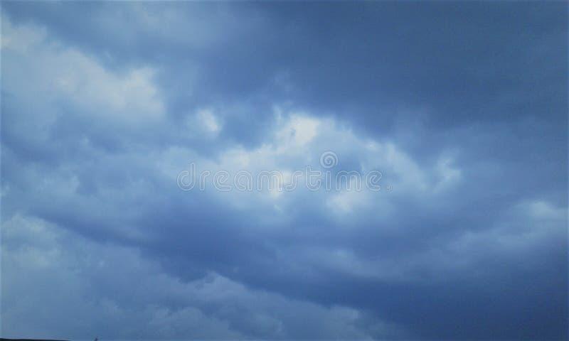 Zmrok Chmurnieje w niebie obrazy royalty free