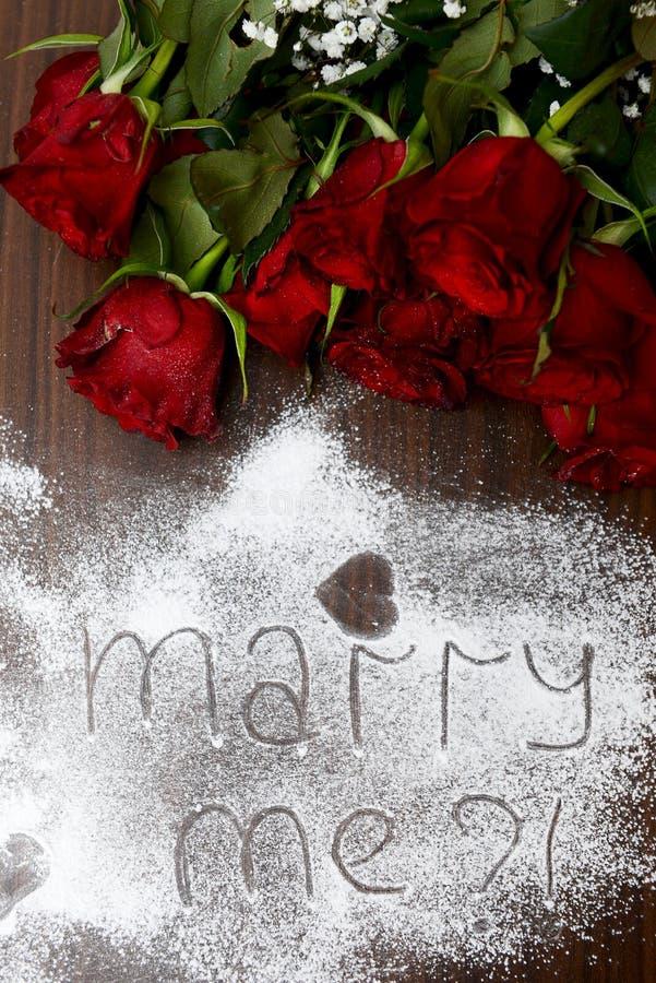 """Zmrok - czerwony """"Marry i róże Ja fotografia stock"""