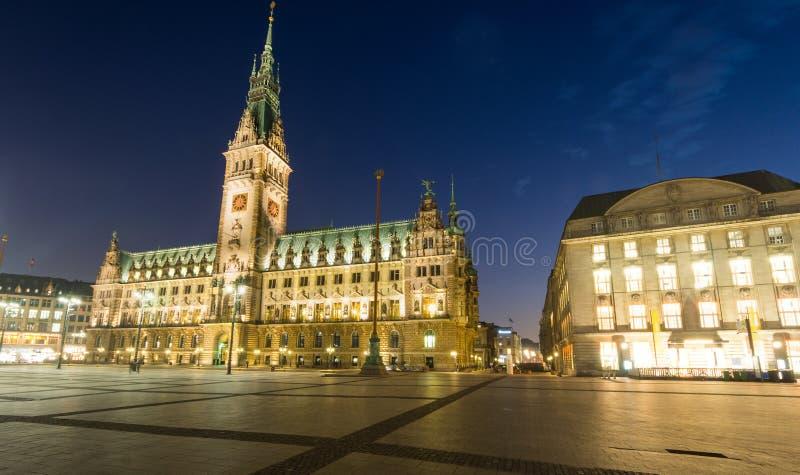 Zmrok nad Hamburgs townhall obrazy royalty free