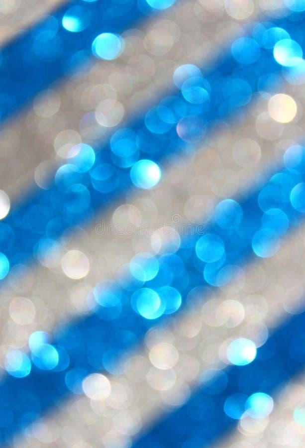 Zmroku - błękitny i srebny abstrakcjonistyczny tło, błękitni bokeh abstrakta światła. lampasa wzór. obraz royalty free