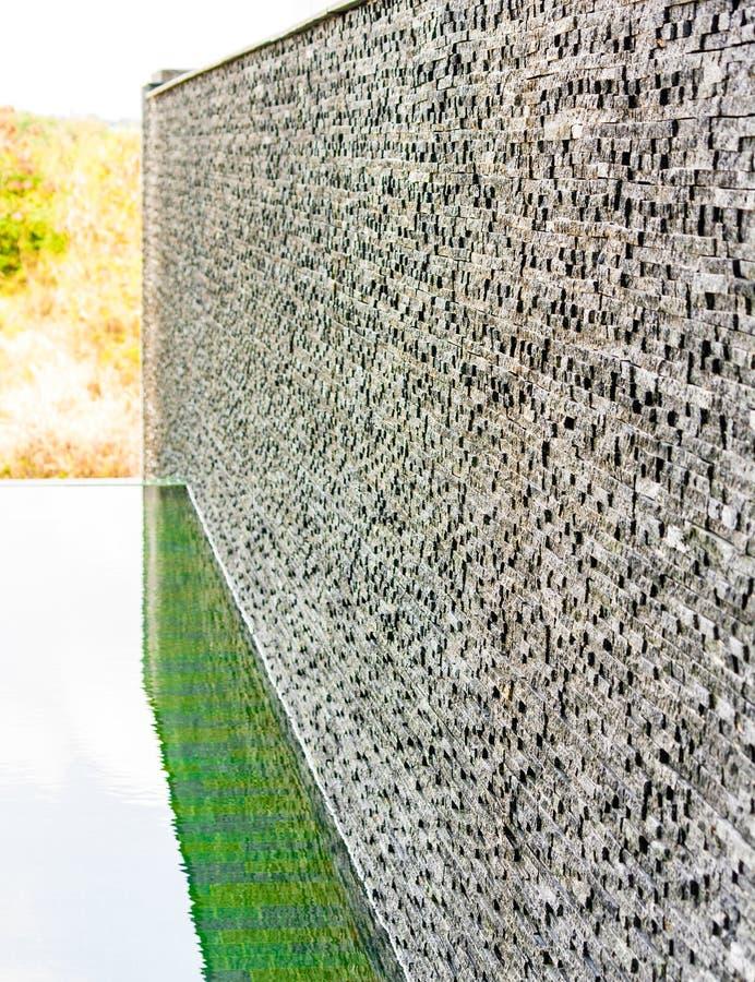 Zmroku kamienia płytki popielaty ściana z cegieł zdjęcie stock
