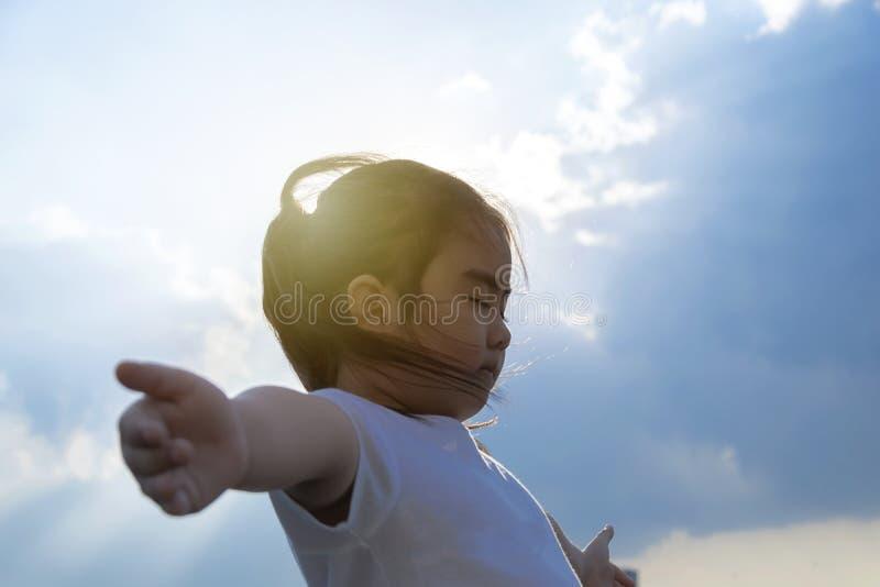 zmusza dziewczynę do jogi piękna zdjęcie royalty free