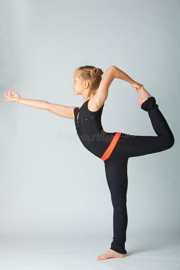 zmusza dziewczynę do jogi piękna zdjęcia stock