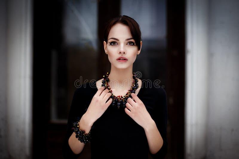 Zmysłowa brunetki kobieta fotografia royalty free
