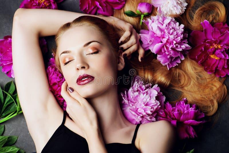 Zmysłowa piękna dama fotografia stock