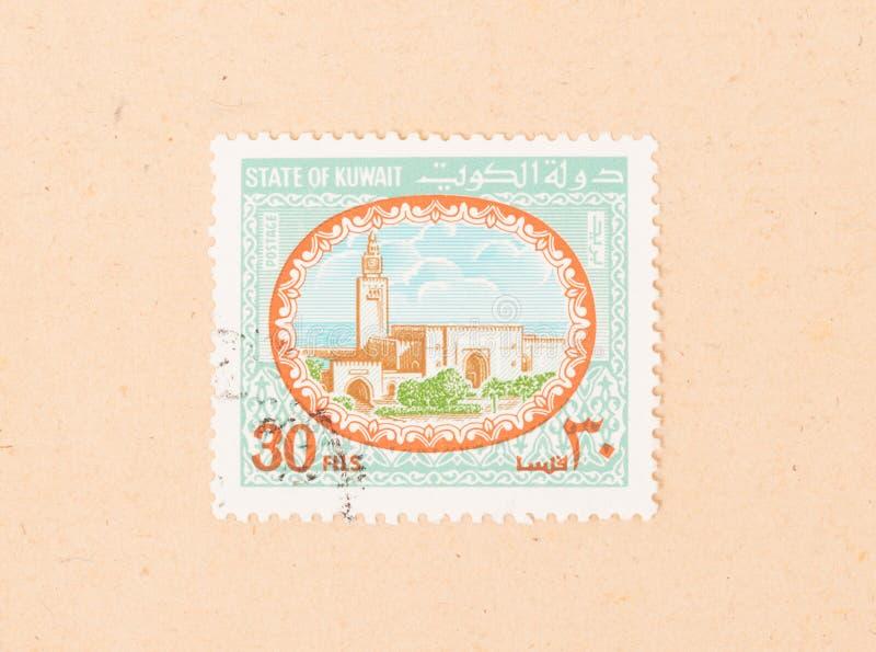 Znaczek drukujący w Kuwejt pokazuje starego budynek około 1980, zdjęcie stock