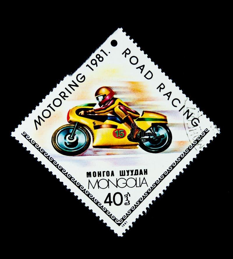 Znaczek drukujący w Mongolia pokazuje wizerunek motocyklu drogowy ścigać się obrazy stock