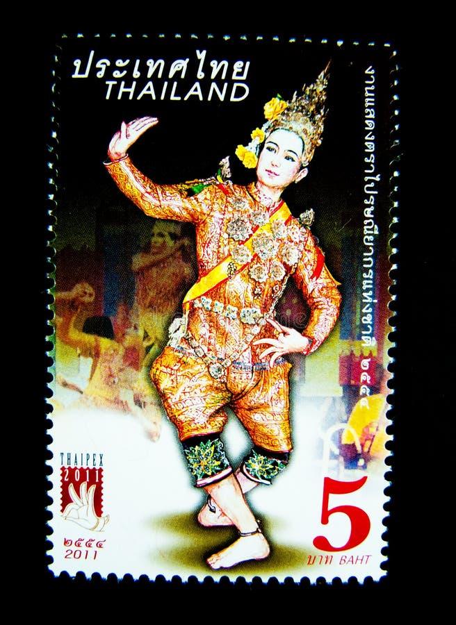 Znaczek drukujący w Tajlandia pokazuje wizerunek mężczyzna w Tajlandzkim muzykalnym ludowym dramata kostiumu dalej na wartości pr fotografia stock