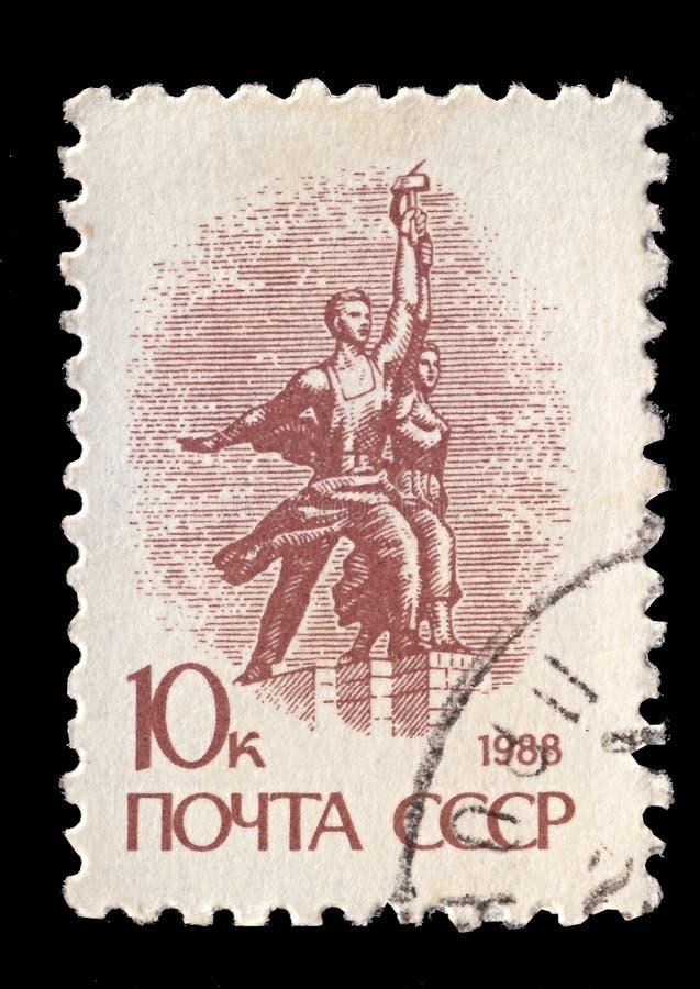 Znaczek pocztowy drukujący w CC$USSR sowieci - zrzeszeniowi przedstawienia rzeźbią zdjęcia stock