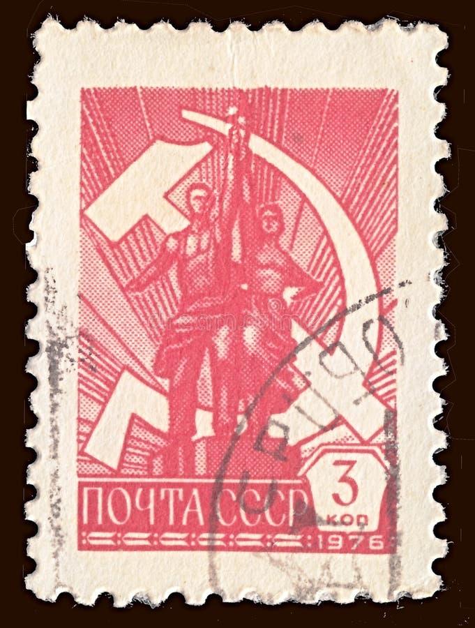 Znaczek pocztowy drukujący w CC$USSR sowieci - zrzeszeniowi przedstawienia rzeźbią ilustracja wektor