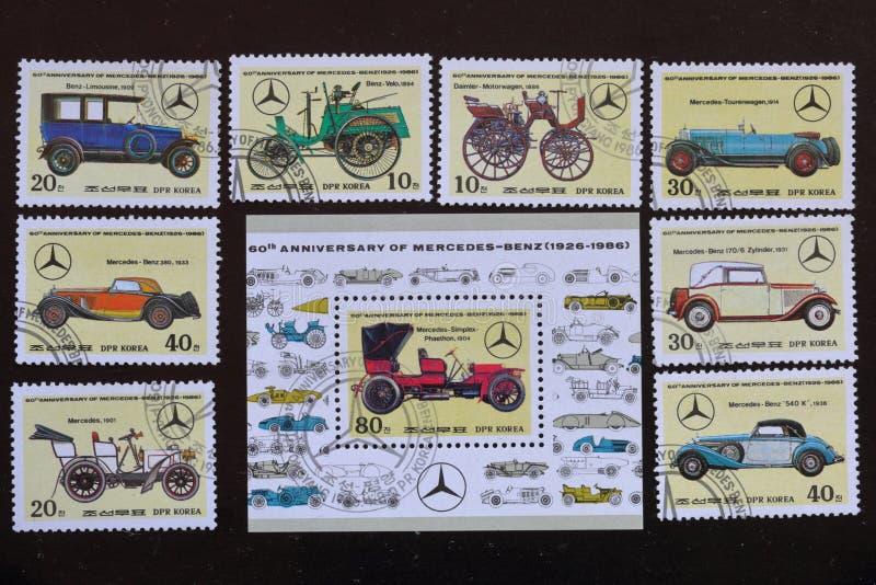 Znaczki pocztowi republika Korea UwalniajÄ…cy 60th rocznica Mercedes-Benz 1926-1986 PrzedstawiajÄ…cy różnorodni samochody zdjęcie stock