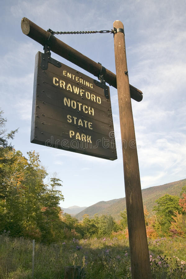 Znak czyta Wchodzić do Crawford karbu stanu parka, New Hampshire obraz royalty free