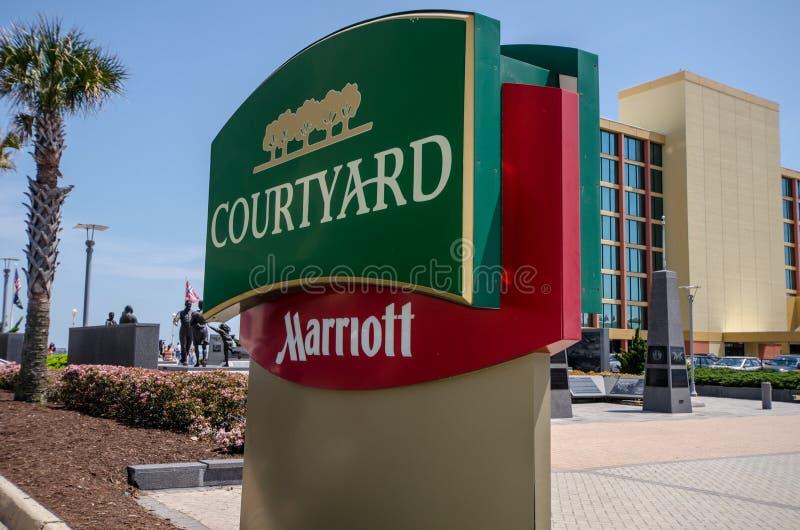 Znak dla podwórza Marriott hotelem obraz royalty free