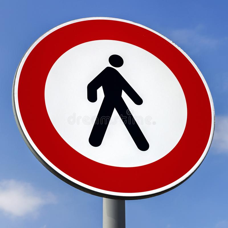 znak drogowy nr pieszych zdjęcie royalty free