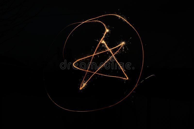 Znak gwiazda w okręgu sparklers fotografia stock