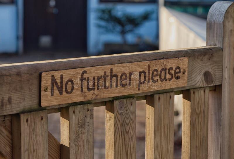 Znak na drewnianej bramie Wisley, Surrey zdjęcie royalty free