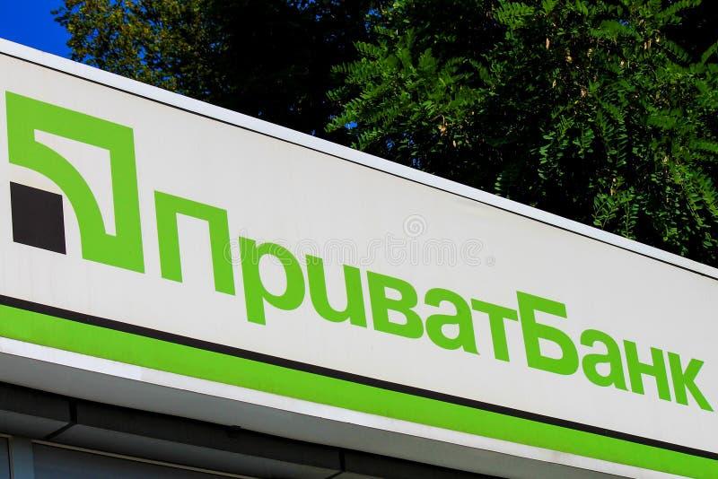 Znak na fasadzie wielki kniaź Privat bank z wpisowym Privatbank Pieniężny dział w Dnepropetrovsk zdjęcie royalty free