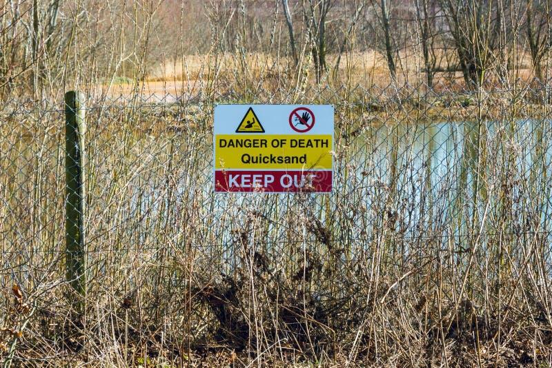 Znak ostrzegawczy widzieć w wczesnej wiośnie quicksand - 2 obraz royalty free