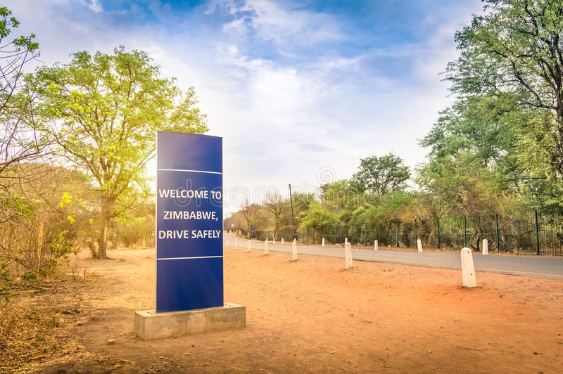 Znak powitalny przy Zimbabwe granicą z zambiami obraz stock
