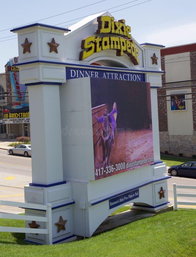 Znak przy Dixie paniki Muzykalnym Obiadowym przyciąganiem, Branson Missouri obrazy stock