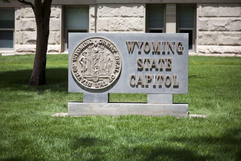 Znak przy Wyoming stanu Capitol budynkiem zdjęcie stock