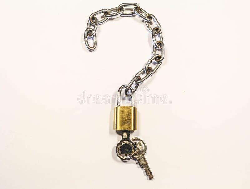 Znak pytać Kędziorek z łańcuchem i kluczami Jesteś ty ochraniałeś zdjęcia stock
