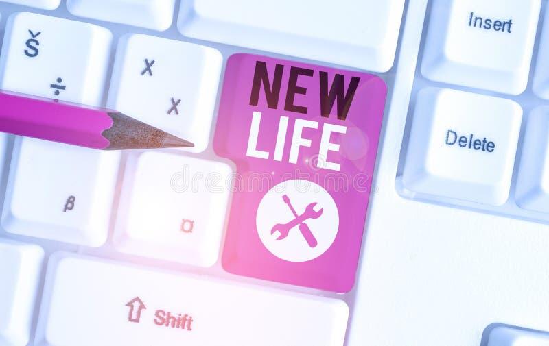 Znak tekstowy pokazujący nowe życie Koncepcyjny początek zmian w istnieniu osobnika lub zwierzęcia - białej skóry obrazy royalty free