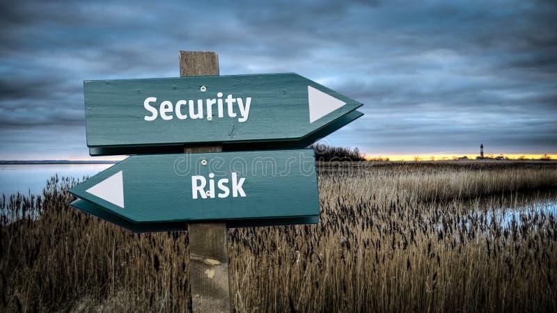 Znak Uliczny ochrona versus ryzyko ilustracji