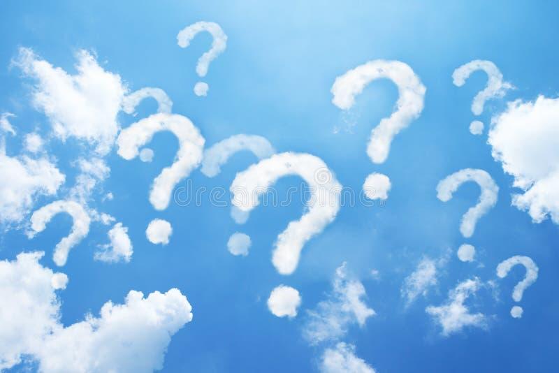 znak zapytania chmury kształtować na niebie obraz stock