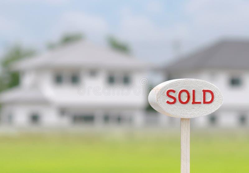 Znaka dom sprzedający zdjęcia royalty free