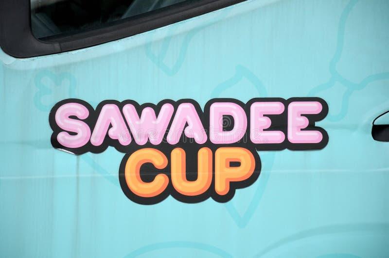 Znaka firmowego logo Sawadeecup jak affixed na swój karmowej ciężarówce royalty ilustracja