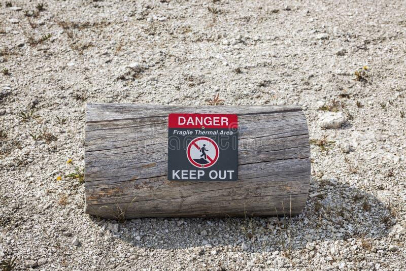 Znaka ostrzegawczego mówić geotermiczny niebezpieczeństwo fotografia royalty free