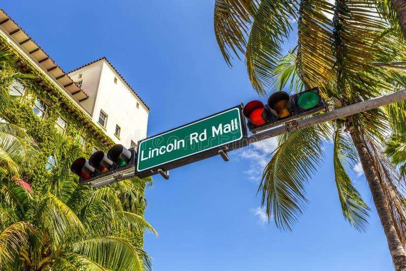 Znaka ulicznego Lincoln drogi centrum handlowe fotografia stock