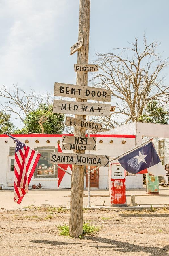 Znaki, flaga i Benzynowe pompy 53528, obrazy stock