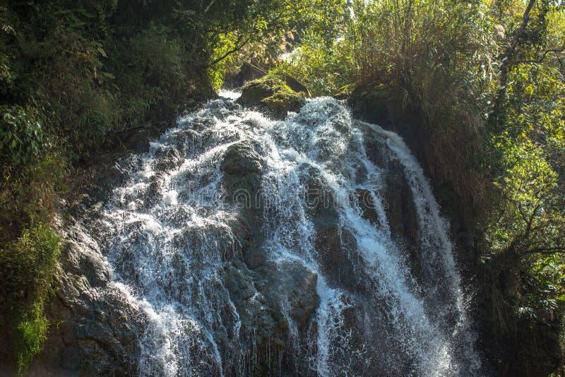 Znany wodospad turystyczny w Cat Village w Sapa Vietnam Indochina Asia zdjęcie stock