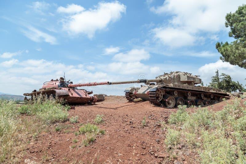 Zniszczeni Izraeliccy i Syryjscy zbiorniki po dnia zagłady Yom Kippur wojny na wzgórze golan w Izrael, blisko granicy z Syrią obrazy stock