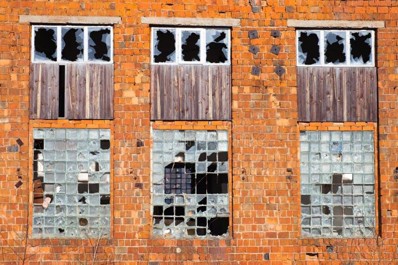 Download Zniszczona fasadę zbudować zdjęcie stock. Obraz złożonej z zaniechany - 57670114