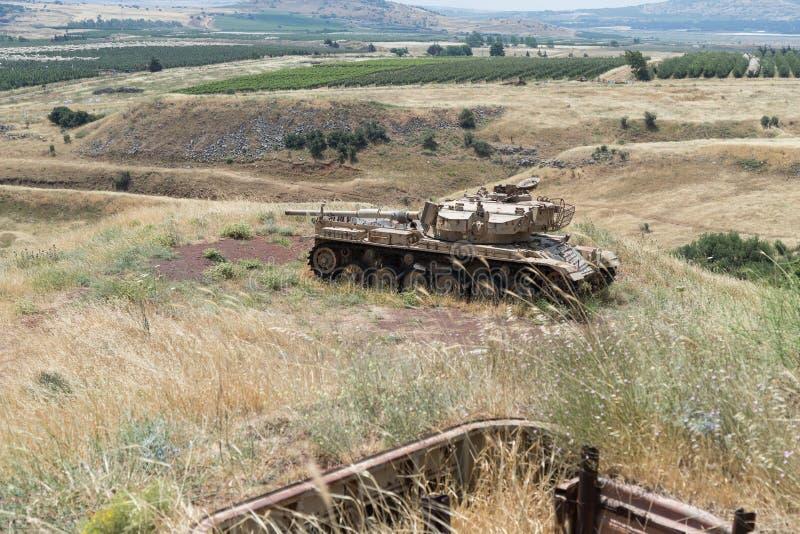 Zniszczony Izraelicki zbiornik jest po dnia zagłady Yom Kippur wojny na wzgórze golan w Izrael, blisko granicy z Syrią obraz stock