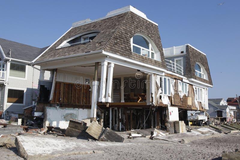Zniszczony plażowy dom w następstwie Huraganowego Sandy w Dalekim Rockaway, Nowy Jork obraz royalty free